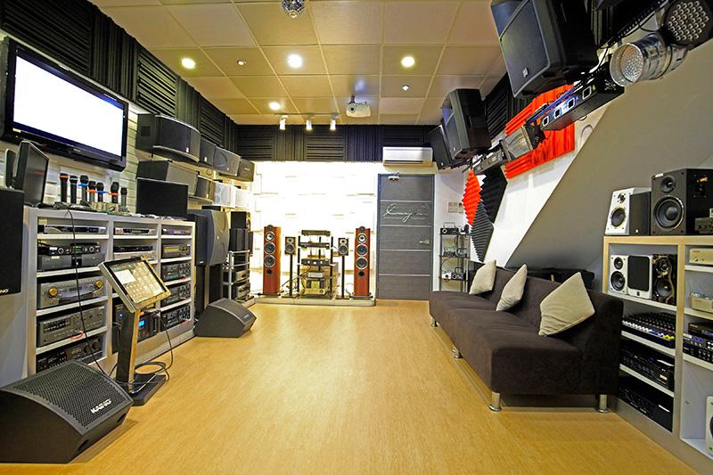 Karaoke Showroom